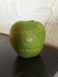 Apfel aus Kirschenholz