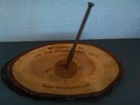 Rindenbrettli mit Holzpfeil / Armbrust